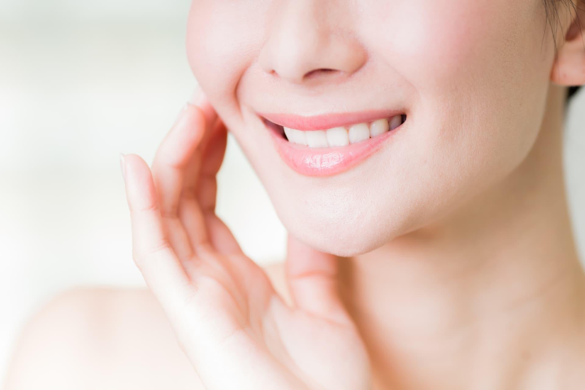 綺麗な歯を持つ笑顔の女性